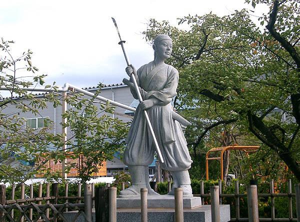 Estatua Nakano Takeko en Hokaiji