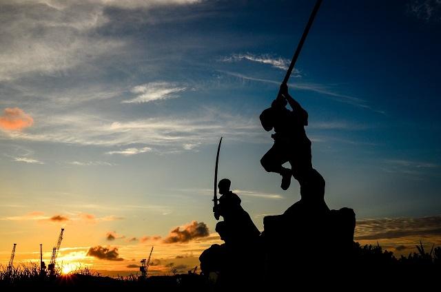 estatua conmemorativa del duelo