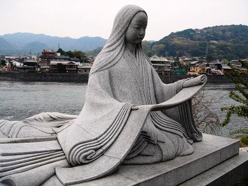 Estatua de Murasaki Shikibu